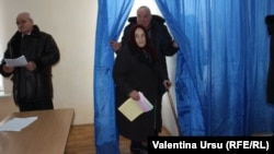 Voters at the Comrat polling station on February 2