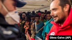مهاجران بر عرشه کشتی گروه Proactiva Open Arms که یک سازمان غیردولتی اسپانیاییست؛ دسامبر ۲۰۱۸