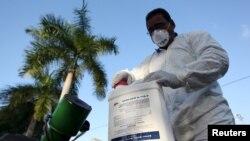 Pripreme za prašenje zbog zika virusa, Portoriko, januar 2015.