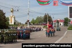 Militari ruși și transnistreni la Tiraspol, 9 mai 2017