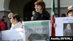 Protesters rallied for the Russian language in Kazan on April 16.