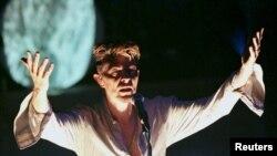 Британский рок-музыкант Дэвид Боуи. Чикаго, сентябрь 1997 года.