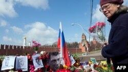 Boris Nemtsowyň öldürilen ýerinde halk tarapyndan döredilen ýadygärlik, Moskwa