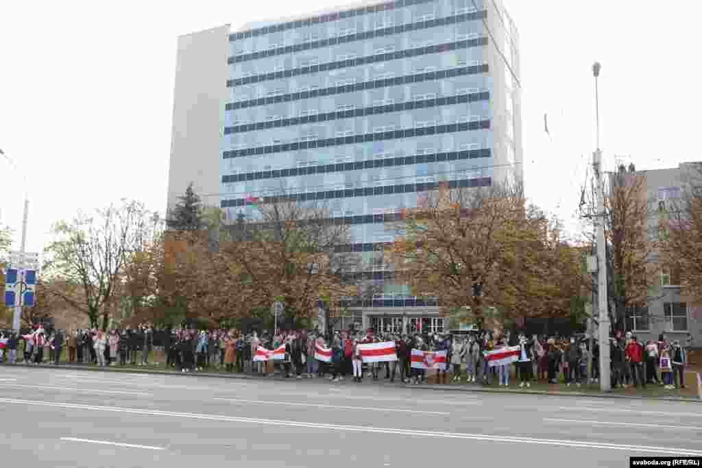 Студенты БГЭУ прошли маршем по Партизанскому проспекту