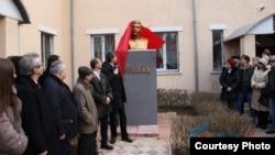 На церемонии открытия бюста Иосифа Сталина в Луганске.