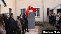 Ստալինի կիսանդրու բացումը Լուգանսկում, 19-ը դեկտեմբերի, 2015թ.