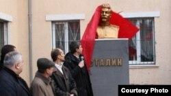 Бюст Сталіна в Луганську