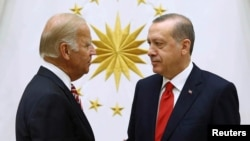Turkish President Recep Tayyip Erdogan (right) meets with U.S. Vice President Joe Biden at the Presidential Palace in Ankara on August 24.