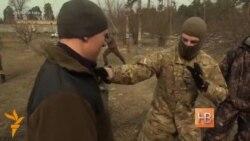 Voluntarii din armata ucraineană încep antrenamentele