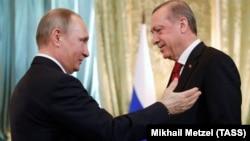 Vladimir Putin (solda) və Recep Tayyip Erdoğan martın 10-da Moskvada görüşüblər