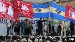 Грузинская оппозиция проводит акцию протеста у здания парламента. Тбилиси, 20 мая 2009 года.