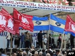 Грузия оппозициясы парламент ғимараты алдында қарсылық акциясын өткізіп тұр. Тбилиси, 20 мамыр 2009 жыл.