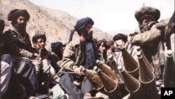 """""""Taliban"""" döyüşçüləri paytaxt Kabil yaxınlığında. 1996"""