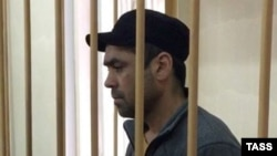 Obidzhon Dzhurabayev, suspected in recruiting people into the Hizb ut-Tahrir terrorist organization and promoting radical Islam, is seen in a Moscow court on October 20.