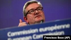 Comisarul european pentru securitatea UE, Julian King la conferința sa de presă de astăzi la Bruxelles