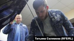 Александр и Дмитрий Вергейчики в гараже. Томск, 2018