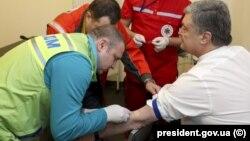 Петро Порошенко здав аналізи на вміст в організмі наркотичних речовин й алкоголю вранці 5 квітня у медичному пункті НСК «Олімпійський» у Києві
