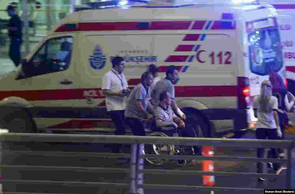 Около 150 человек ранены