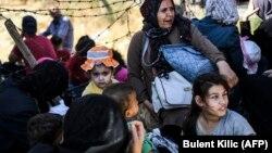 Бегалци чекаат на турски граничен премин - архивска фотографија