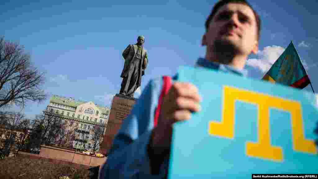 9 березня в день народження українського поета Тараса Шевченка в однойменному парку в Києві провели акцію солідарності з кримчанами