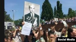 Участники акции «Бессмертный полк» в Ташкенте, 9 мая 2016 года.