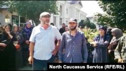 Жители Хасавюрта требуют освободить задержанного по подозрению в незаконных операциях с оружием Кемрана Исаева