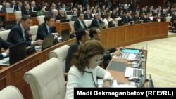 Қазақстан парламентінің мәжіліс сайлауынан кейінгі алғашқы пленарлық отырысы. Астана, 25 наурыз 2016 жыл.
