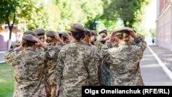 Regrutkinje prve ženske čete u čuvenoj vojnoj školi morale su da ispune iste standarde upisa kao dečaci.