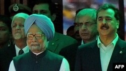 Indian Prime Minister Manmohan Singh (left) and his Pakistani counterpart Yusuf Raza Gilani.