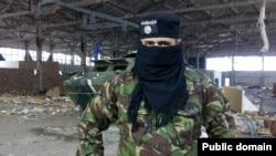 Фейк 2016 года, изображающеий якобы «боевиков ИГИЛ в составе «Азова». Снимался на захваченном «ДНР» заводе «Изоляция» в Донецке