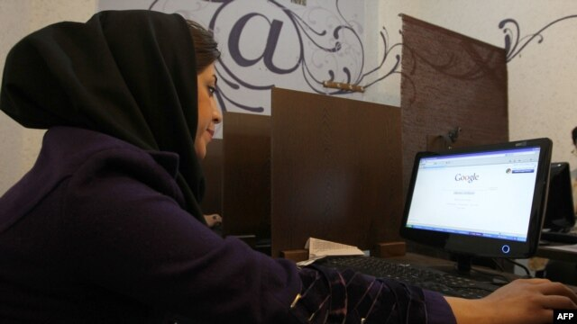 A woman surfs the Internet at a cybercafe in central Tehran. (file photo)