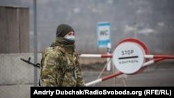 10 листопада 2020-го Україна зі свого боку відкрила усі КПВВ на Донбасі. Їх сім.Але на більшості з них російські гібридні сили зі своєї сторони блокують перетин лінії розмежування.