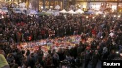 После взрывов в Брюсселе в Бельгии был объявлен трехдневный траур.