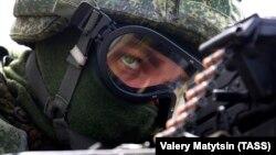 У навчаннях задіють понад 1,5 тисячі десантників, більше ніж 300 одиниць бойової техніки