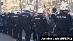 Detalj sa protesta u Beogradu (17. mart 2019.)