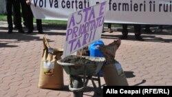 La un protest al fermierilor la Chișinău