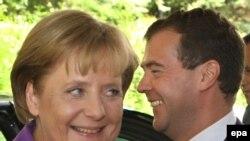 Russian President Dmitry Medvedev (right) welcomes German Chancellor Angela Merkel during their informal meeting in Sochi.