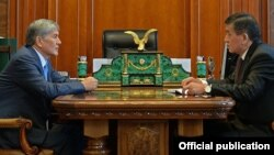Президент Алмазбек Атамбаев менен премьер-министр Сооронбай Жээнбеков
