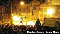Tehrandakı Səudiyyə səfirliyi kütlə tərəfindən yandırlıb