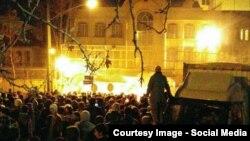 Сауд Арабиясы елшілігіне келген наразылар. Тегеран, Иран, 2 қаңтар 2016 жыл.