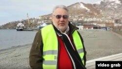 """Кадр из видео-приглашения на первомайскую демонстрацию """"жёлтых жилетов"""""""