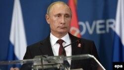 Ресей президенті Владимир Путин Белградта баспасөз жиынында сөйлеп тұр. 16 қазан 2014 жыл.