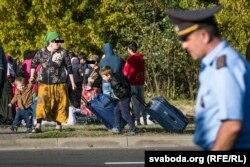 """Чеченские беженцы возле пограничного перехода """"Брест"""". 30 августа"""
