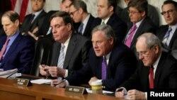 Члени сенатського комітету з розвідки