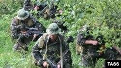 Версию, что обстрел граждан был организован спецслужбами Грузии, в 2008 году выдвинули в первую очередь представители де-факто властей Абхазии, на которые возложило ответственность за теракт предыдущее грузинское правительство