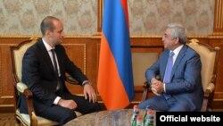 Президент Армении Серж Саргсян (справа) принимает вице-премьера, министра иностранных дел Грузии Михеила Джанелидзе, Ереван, 11 сентября 2017 г.