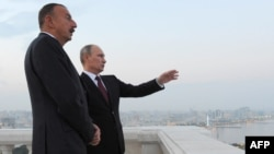 Russian President Vladimir Putin (right) and his Azerbaijani counterpart, Ilham Aliyev, in Baku on August 13