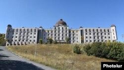 Гостиничный комплекс «Голден Пелес» в Цахкадзоре