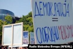 Меѓународните претставници го поздравуваат дијалогот меѓу владата и новинарите