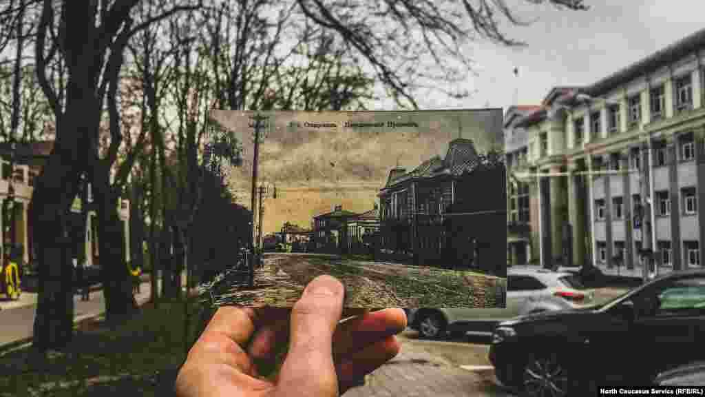 В 1835 году в собственность города перешёл деревянный дом с большим садом и прудом. Он был построен ещё в XIX веке. После революции здание надолго заняли советско-партийные органы. Сегодня там располагаются магазины. 30-е годы XIX века — дом фельдфебеля Лазуткина Сегодня — администрация Ставрополя